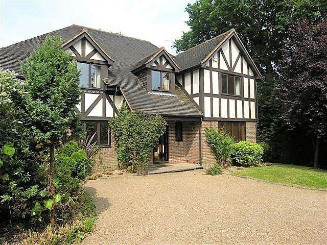 5 Bedrooms Detached House for sale in All Saints Gardens, Heathfield, East Sussex, TN21 0SZ
