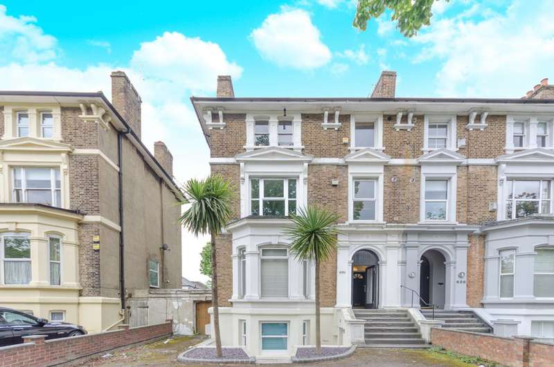 1 Bedroom Flat for sale in High Road, Buckhurst Hill, IG9