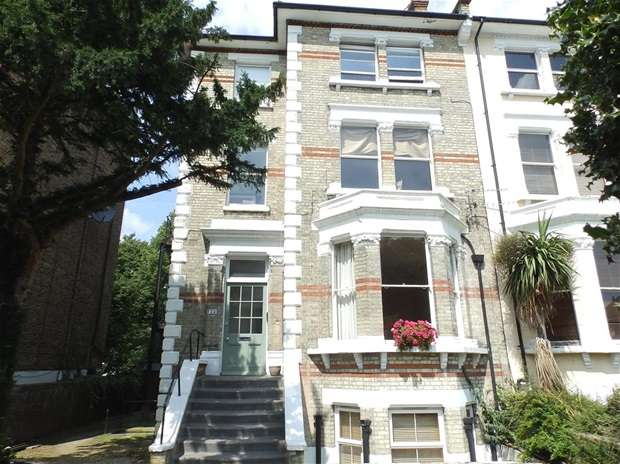 2 Bedrooms Flat for sale in Surbiton Hill Park, Surbiton