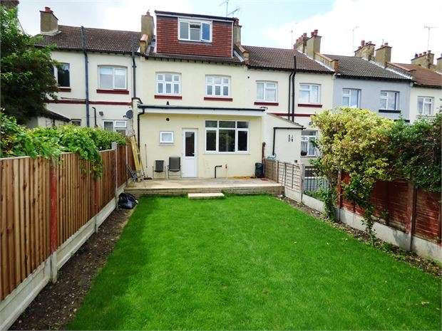 4 Bedrooms Terraced House for sale in Westcliff Park Drive, Westcliff on sea, Westcliff on sea, SS0 9LP
