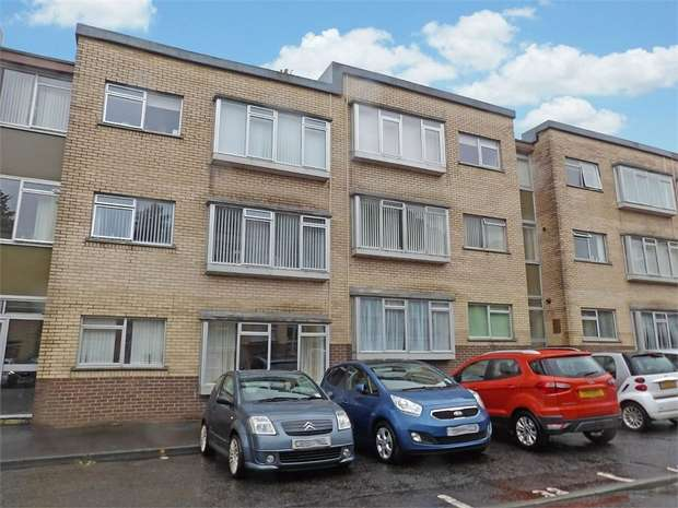 2 Bedrooms Flat for sale in Long Oaks Court, Sketty, Swansea, West Glamorgan