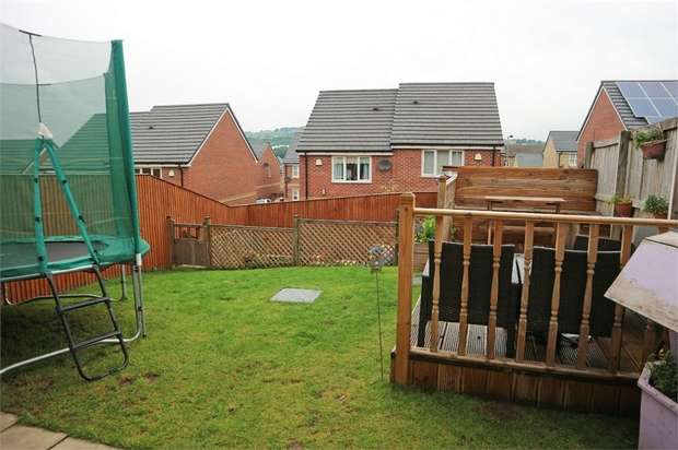 3 Bedrooms Semi Detached House for sale in Samuel Way, Shipley, West Yorkshire