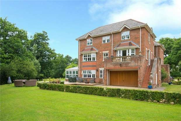 3 Bedrooms Town House for sale in Laurel Court, Denham Road, Iver Heath, Buckinghamshire