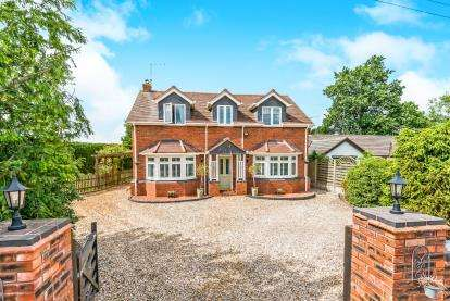 4 Bedrooms Detached House for sale in Bellhurst Lane, Wheaton Aston, Stafford, Staffordshire
