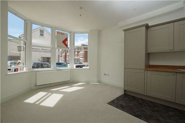 1 Bedroom Flat for sale in Parkhurst Road, BEXHILL-ON-SEA, East Sussex, TN40 1DF