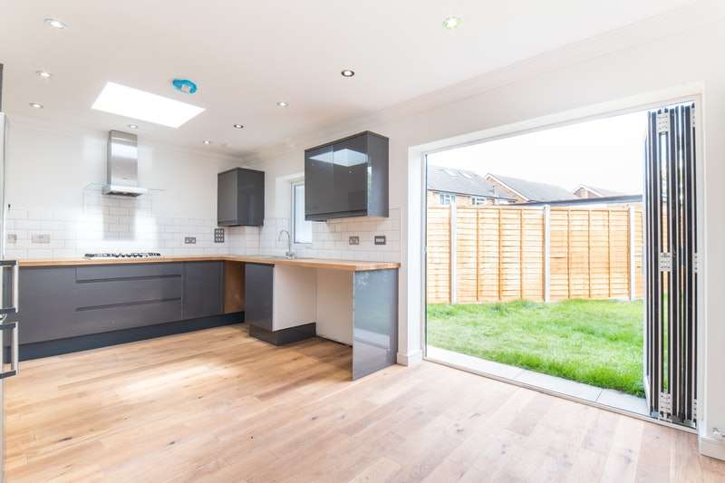 3 Bedrooms Bungalow for sale in Dale ham drive, Hillingdon, Middlesex, UB8