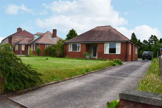 2 Bedrooms Detached Bungalow for sale in Vicarage Lane, Elworth, Sandbach, Cheshire