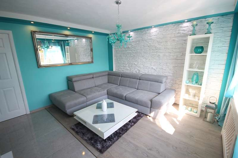 3 Bedrooms Terraced House for sale in Ruskin Avenue, Wellingborough, Northamptonshire. NN8 3EG