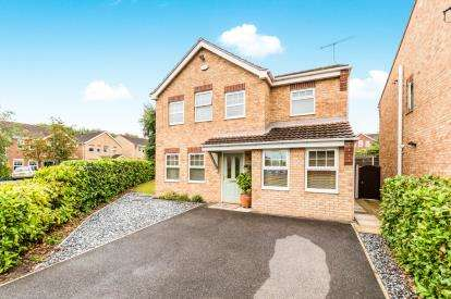4 Bedrooms Detached House for sale in Hornbeam Close, Hollingwood, Chesterfield, Derbyshire