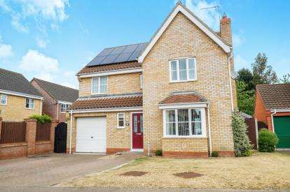 4 Bedrooms Detached House for sale in Worlingham, Beccles, Suffolk