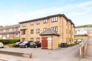 2 Bedrooms Flat for sale in Priory House, 157-159 Folkestone Road, Dover, Kent