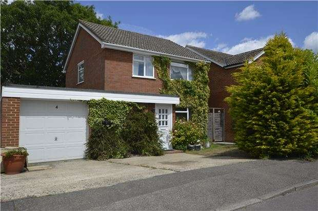 3 Bedrooms Detached House for sale in Salfords, RH1