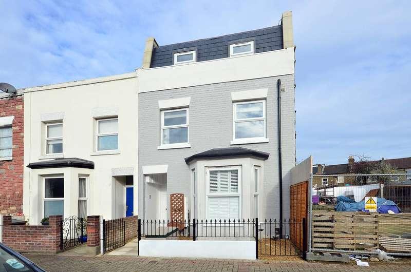 3 Bedrooms Flat for sale in Garatt Lane, Earlsfield, SW17