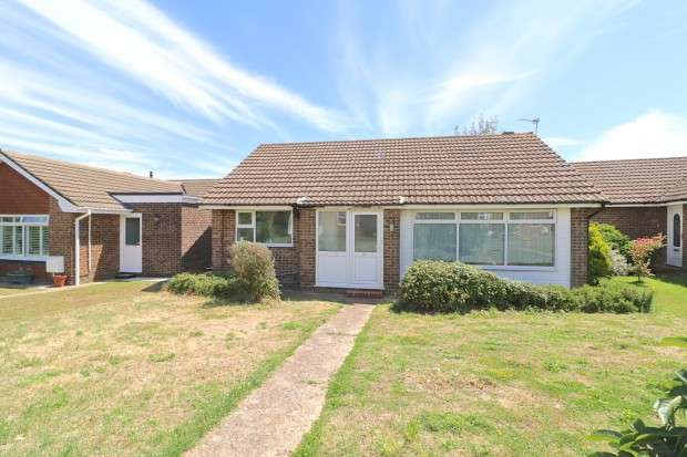 2 Bedrooms Bungalow for sale in Seven Sisters Road, Eastbourne, BN22