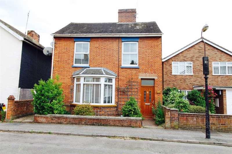 3 Bedrooms Detached House for sale in Meyrick Crescent, Colchester