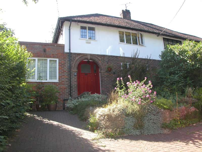 3 Bedrooms Semi Detached House for sale in Stanley Hill, Amersham, HP7