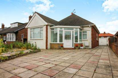 3 Bedrooms Bungalow for sale in St. Leonards Road East, Lytham St. Annes, Lancashire, FY8