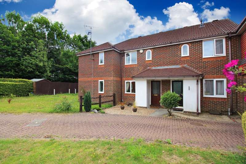 2 Bedrooms Terraced House for sale in Lanyon Close, Horsham