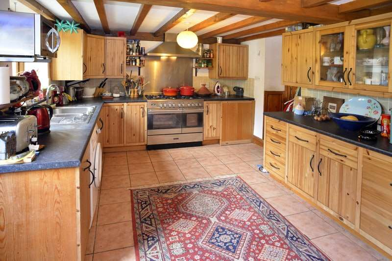 3 Bedrooms Terraced House for sale in Llanybydder, LLANYBYDDER, Carmarthenshire, SA40