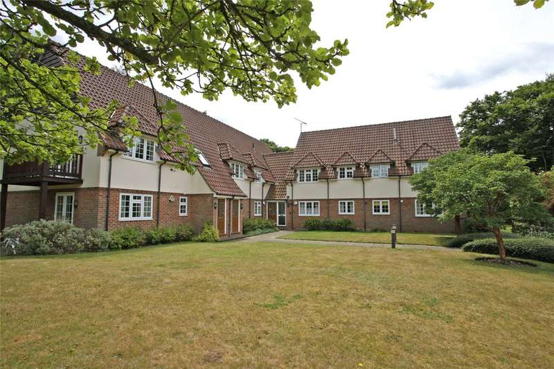2 Bedrooms Flat for sale in Headon Court, The Close, Farnham, Surrey, GU9