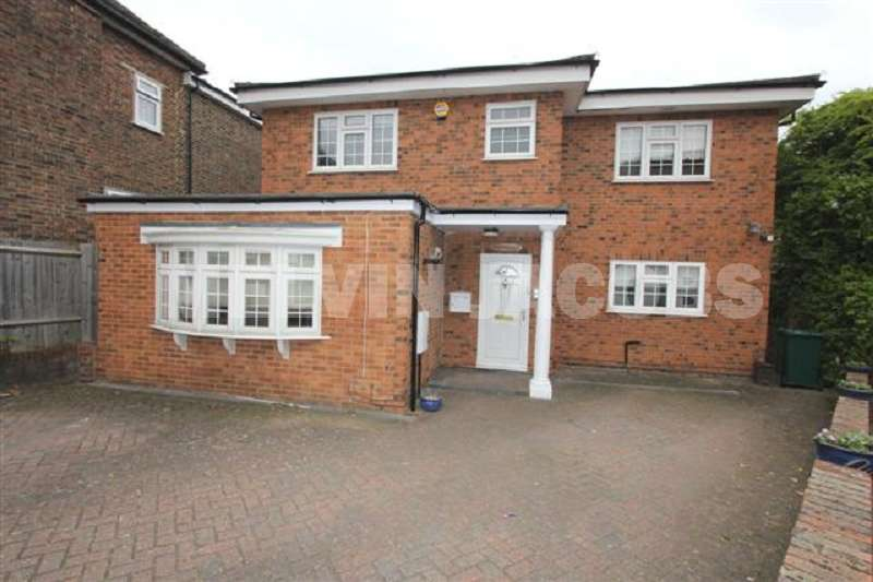 4 Bedrooms Detached House for sale in Ashcombe Gardens, Edgware, Greater London. HA8 8HR