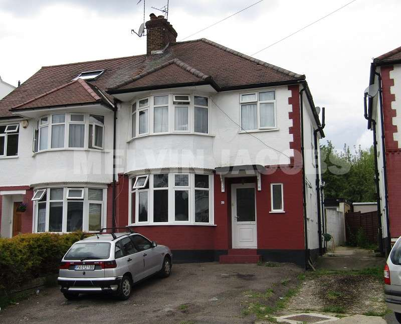 3 Bedrooms Semi Detached House for rent in Brook Avenue, Edgware, Greater London. HA8 9UZ