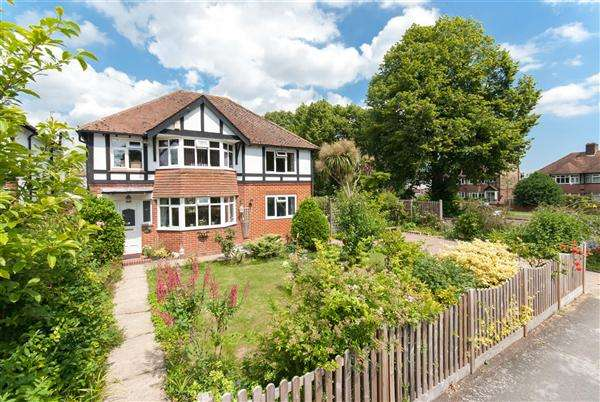 5 Bedrooms Detached House for sale in Harcourt Drive, Canterbury