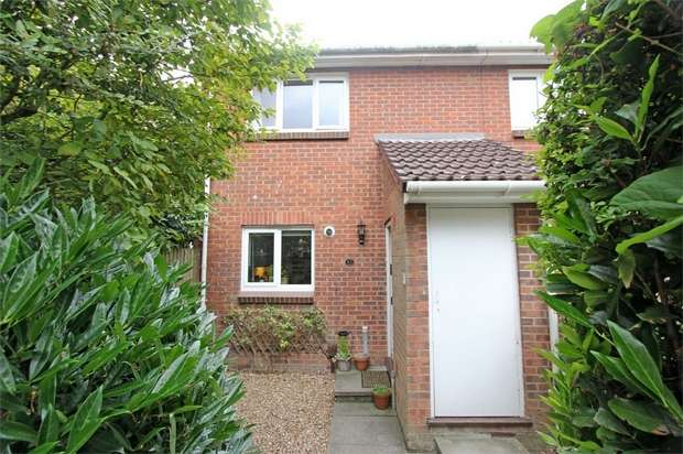 2 Bedrooms Terraced House for sale in Fallowfield, Sittingbourne, Kent