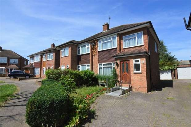 3 Bedrooms Semi Detached House for sale in Morland Way, Cheshunt, Hertfordshire