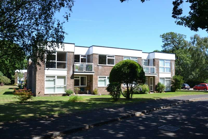 2 Bedrooms Flat for sale in Highcliffe