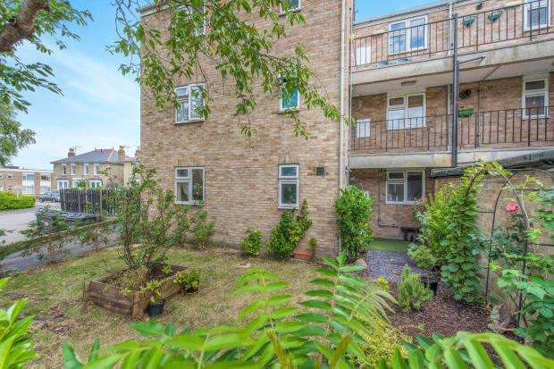 2 Bedrooms Flat for sale in Richmond, Surrey
