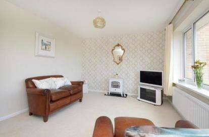 2 Bedrooms Flat for sale in Harlech Close, Chapeltown, Sheffield, South Yorkshire