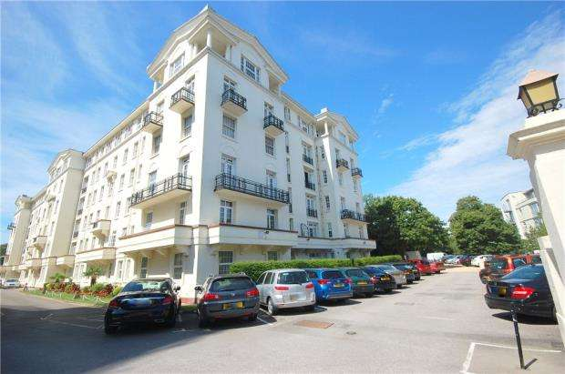 3 Bedrooms House for sale in Bournemouth, Dorset, BH1