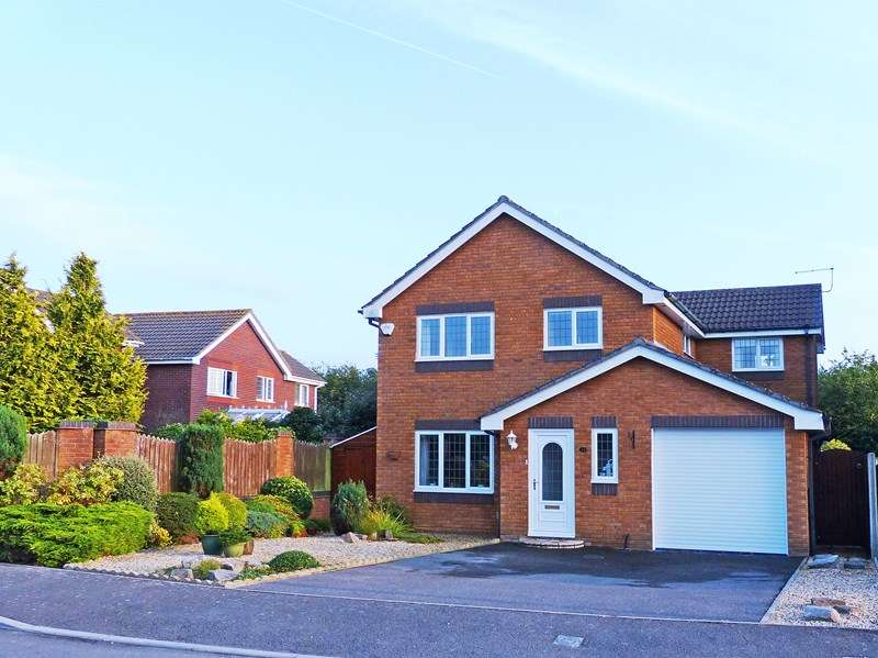 4 Bedrooms Detached House for sale in Marabout Close, Purewell Meadows, Christchurch
