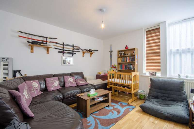 2 Bedrooms Flat for sale in Markhouse Road, Walthamstow, E17