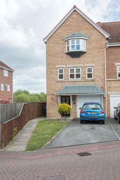 3 Bedrooms Semi Detached House for sale in Cavalier Court, Doncaster, South Yorkshire, DN4