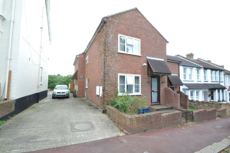 2 Bedrooms Semi Detached House for sale in wickford road, westcliff-on-sea, Essex, SS0