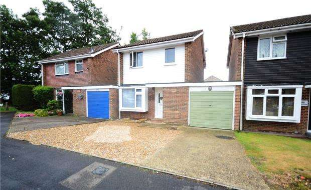 3 Bedrooms Link Detached House for sale in Alma Road, Bordon, Hampshire