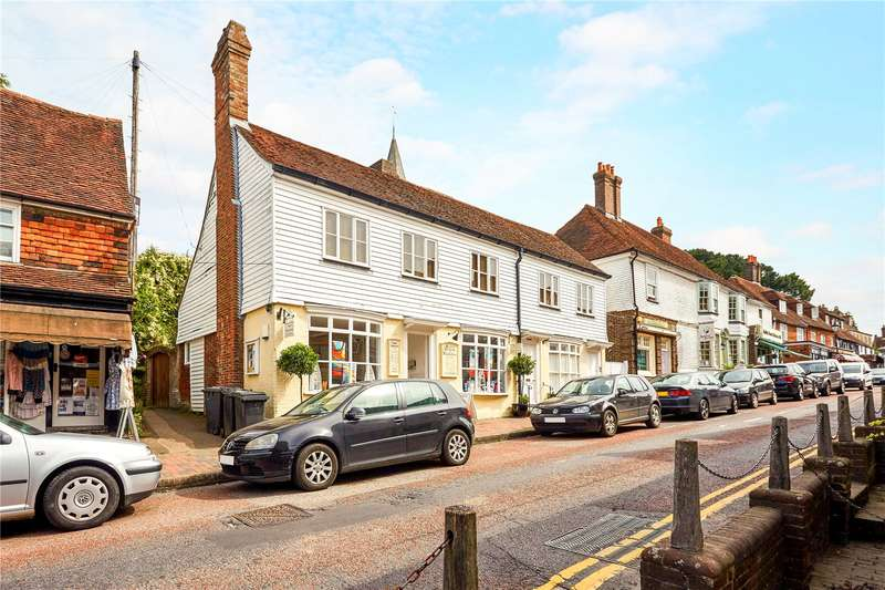3 Bedrooms Flat for sale in Sussex House, High Street, Mayfield, East Sussex, TN20