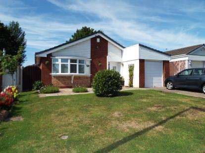3 Bedrooms Bungalow for sale in Ullswater Grove, Beechwood, Runcorn, Cheshire, WA7