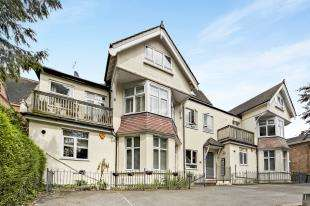 2 Bedrooms Flat for sale in Croham Road, South Croydon, .