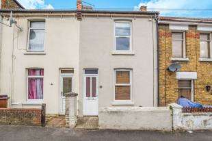 2 Bedrooms Terraced House for sale in Connaught Road, Chatham, Kent