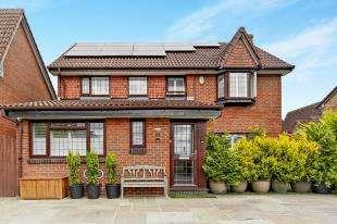 4 Bedrooms Detached House for sale in Cornflower Lane, Shirley, Croydon, Surrey