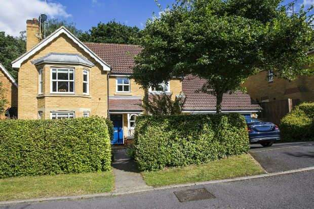 4 Bedrooms Detached House for sale in Barefoot Close, Tilehurst, Reading,