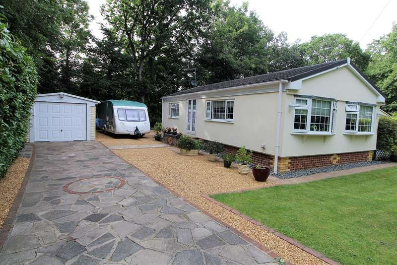 2 Bedrooms Mobile Home for sale in Forest Way, Warfield Park, Bracknell, RG42 3RN