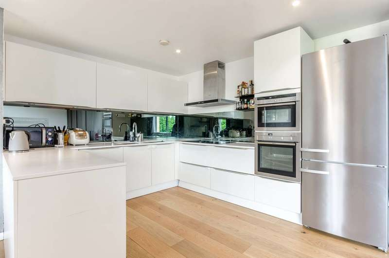 2 Bedrooms Flat for sale in Narrow Street, Limehouse, E14