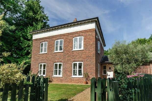 5 Bedrooms Detached House for sale in Rackheath Park, Rackheath, Norwich, Norfolk
