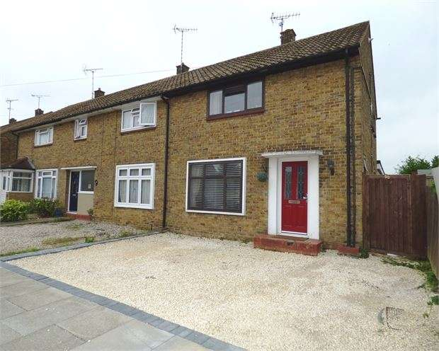 3 Bedrooms End Of Terrace House for sale in Rayleigh Drive, Leigh on sea, Leigh on sea, SS9 4JE