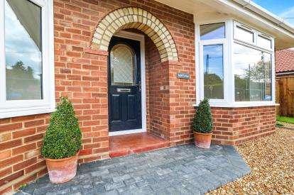 3 Bedrooms Bungalow for sale in Saham Toney, Thetford