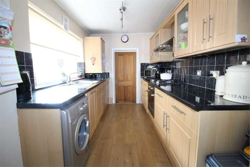 3 Bedrooms House for sale in May Road, Gillingham